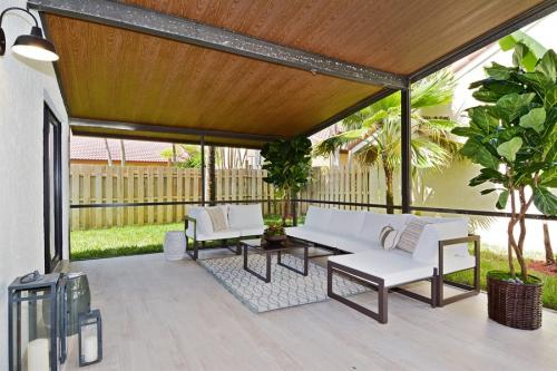 15 2155NW14thStreet 85 Patio LowRes